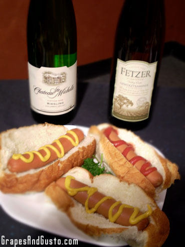 Pair hot dogs and mustard with a mildly sweet wine like Riesling or Gewürtztraminer for a sweet-and-spicy contrast.