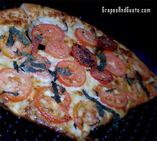 ZPizza's Napoli thin-crust pizza is ideal for roasted-garlic lovers.