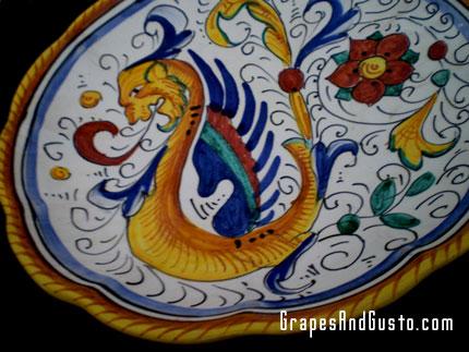 Classic Raffaellesco pattern on Deruta majolica plate